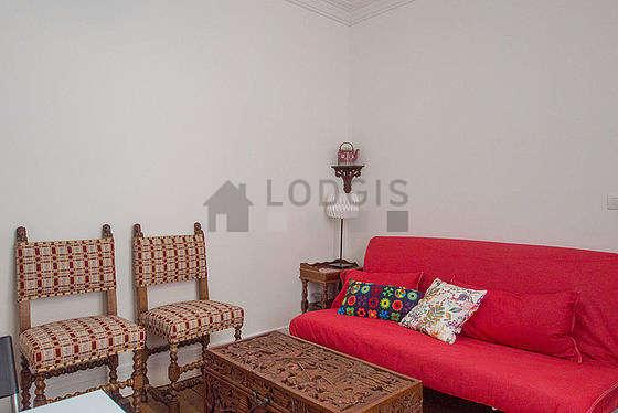 Séjour équipé de 1 canapé(s) lit(s) de 120cm, téléviseur, 4 chaise(s)