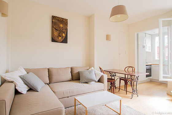 Séjour très calme équipé de 1 canapé(s) lit(s) de 140cm, table à manger, table basse, 2 chaise(s)