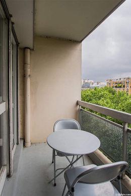 Very bright balcony with concrete floor