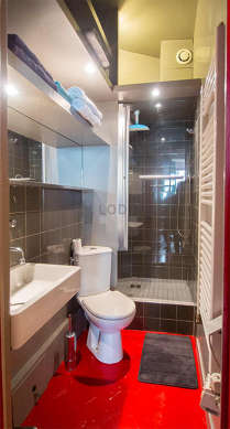Beautiful bathroom with concrete floor