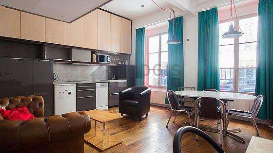 Séjour équipé de 1 lit(s) mezzanine de 140cm, canapé, 1 fauteuil(s), 4 chaise(s)