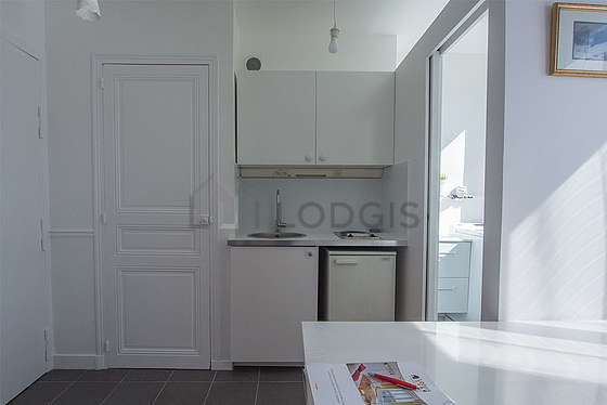 Beautiful kitchen of 1m² with tile floor