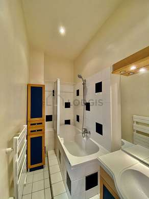 Beautiful and bright bathroom with tile floor