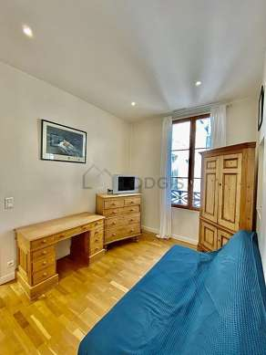 Very quiet living room furnished with 1 sofabed(s) of 140cm, tv, dvd player, storage space
