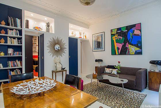 Séjour très calme équipé de 1 canapé(s) lit(s) de 120cm, téléviseur, placard, 4 chaise(s)