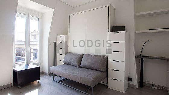Séjour très calme équipé de 1 lit(s) armoire de 140cm, téléviseur, chaine hifi, ventilateur