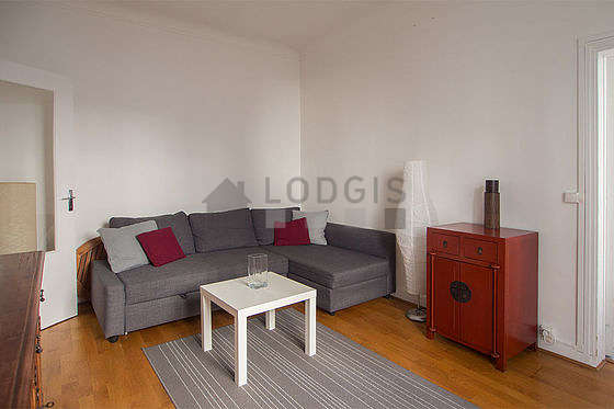 Very quiet living room furnished with 1 sofabed(s), tv