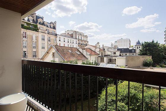 Terrasse équipée de etagère, placard