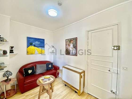 Salon de 8m² avec du parquet au sol