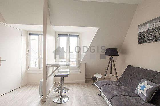 Séjour très calme équipé de 1 canapé(s) lit(s) de 120cm, téléviseur, commode, 1 chaise(s)