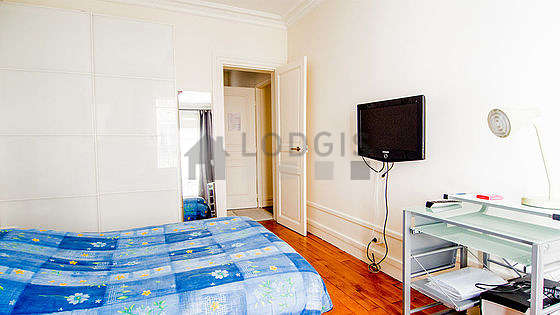 Bedroom equipped with tv, 1 armchair(s), 1 chair(s)