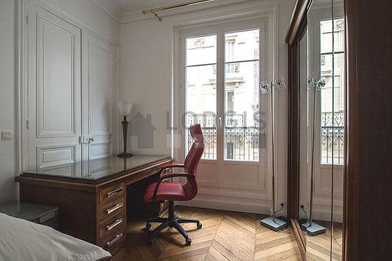 Chambre avec fen tres double vitrage donnant sur rue for Location appartement avec chambre sans fenetre