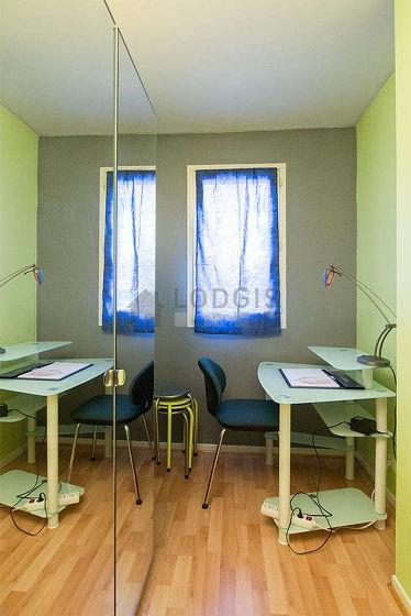 Chambre équipée de bureau, penderie, 1 chaise(s), tabouret