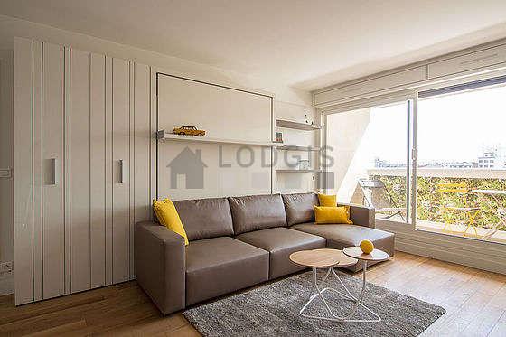 Séjour très calme équipé de 1 lit(s) armoire de 150cm, téléviseur, penderie, placard