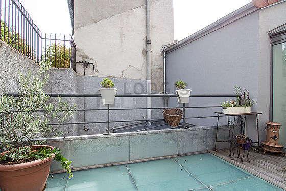 Terrasse équipée de 2 fauteuil(s)