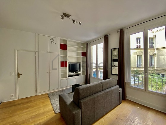 Location studio avec ascenseur et concierge paris 9 rue for Location studio meuble paris