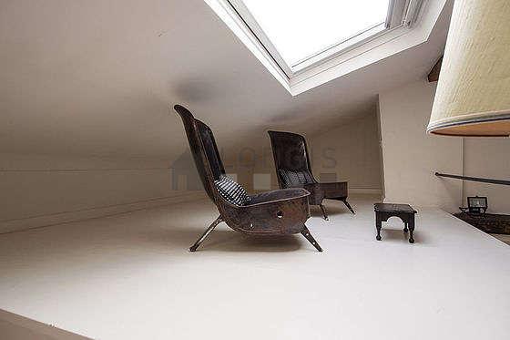 Chambre lumineuse équipée de 2 fauteuil(s)