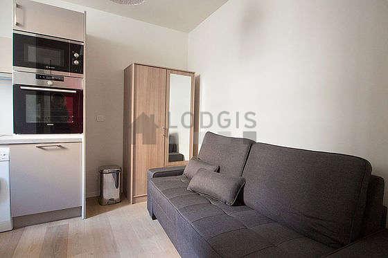 Séjour très calme équipé de 1 lit(s) de 80cm, téléviseur, armoire