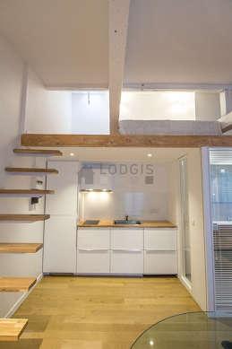 Belle cuisine de 4m² avec du parquet au sol