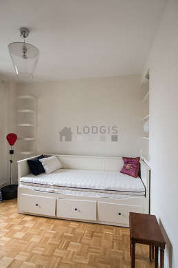 Quiet bedroom for 1 persons equipped with 1 pullout bed(s) of 80cm