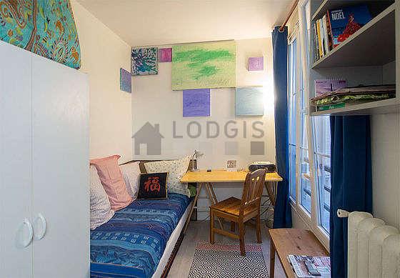 Séjour très calme équipé de 1 lit(s) de 90cm, 1 futon(s) de 90cm, chaine hifi, armoire