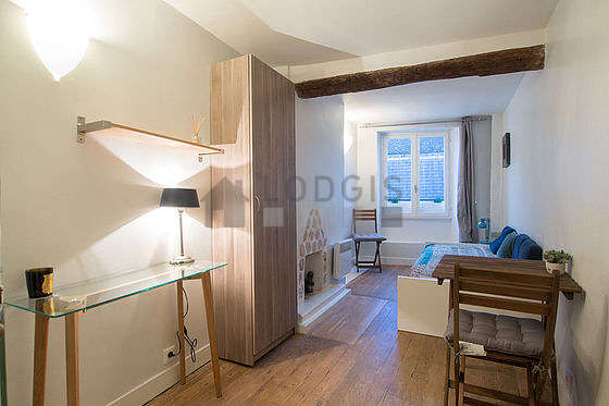Quiet living room furnished with 1 bed(s) of 90cm, dining table, coffee table, wardrobe