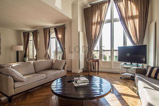 Location appartement 3 chambres vue sur le bois de for Appartement meuble paris 16