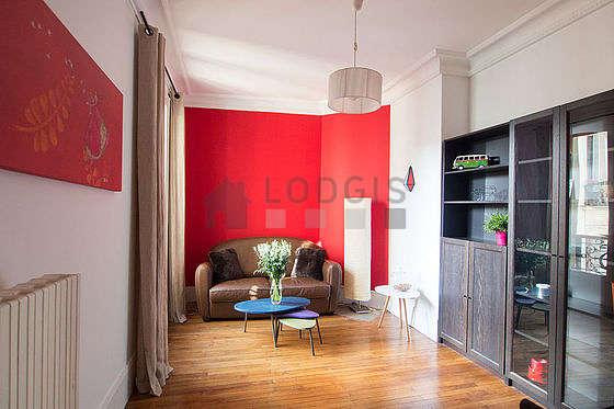 Séjour très calme équipé de 1 canapé(s) lit(s) de 120cm, table à manger, table basse, 1 chaise(s)