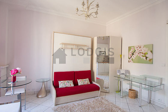 Very bright living room furnished with storage space, 1 chair(s)