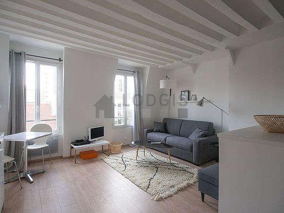 Séjour calme équipé de 1 canapé(s) lit(s) de 160cm, télé, armoire, commode