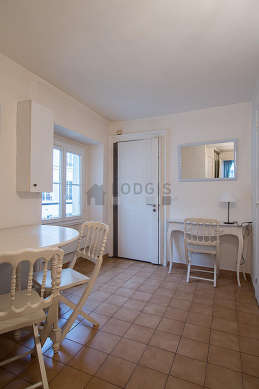 Beautiful entrance with tile floor and equipped with 3 chair(s)