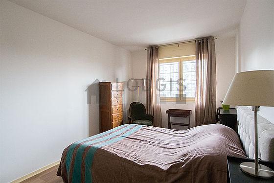 Chambre lumineuse équipée de 1 fauteuil(s), 1 chaise(s)