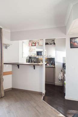 Belle cuisine de 3m² avec du parquet au sol