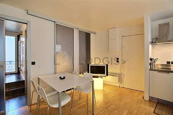 Living room of 17m² with wooden floor