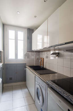 Beautiful kitchen of 4m² with tile floor