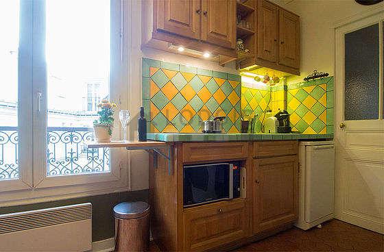 Kitchen of 1m² with floor tiles floor