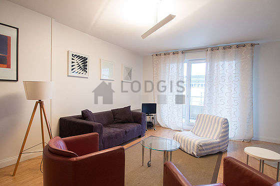 Quiet living room furnished with 1 bed(s), tv, hi-fi stereo, 1 armchair(s)
