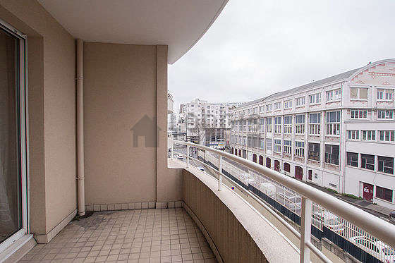 Quiet and very bright balcony with tile floor