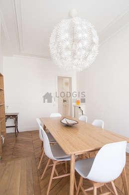 Salle à manger équipée de table à manger, 1 chaise(s)