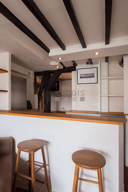 Beautiful kitchen of 6m² with wooden floor