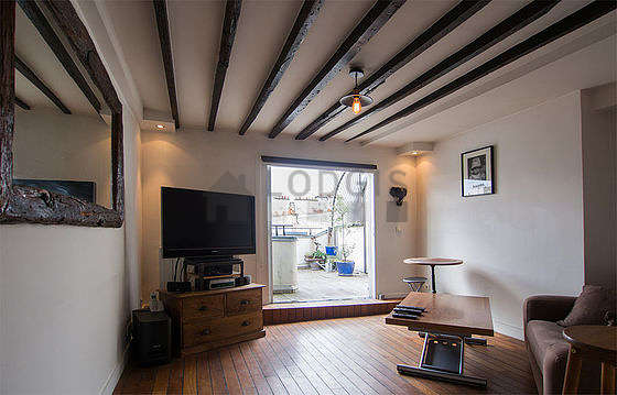 Very quiet living room furnished with tv, hi-fi stereo, storage space, cupboard