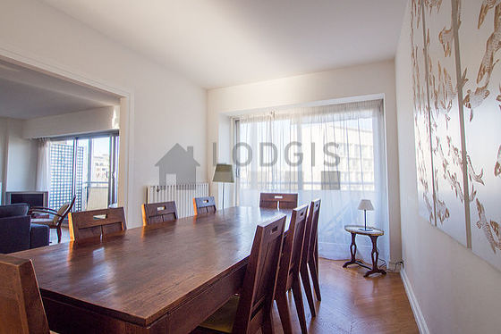 Dining room of 14m² equipped with dining table, sideboard
