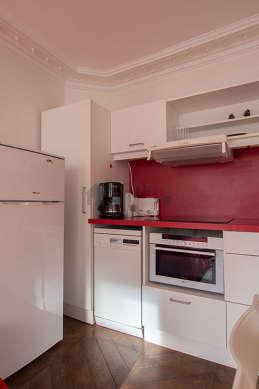 Cuisine dînatoire pour 4 personne(s) équipée de lave vaisselle, plaques de cuisson, réfrigerateur, hotte