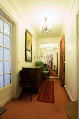 Entrance with a carpeting floor and equipped with 1 chair(s)