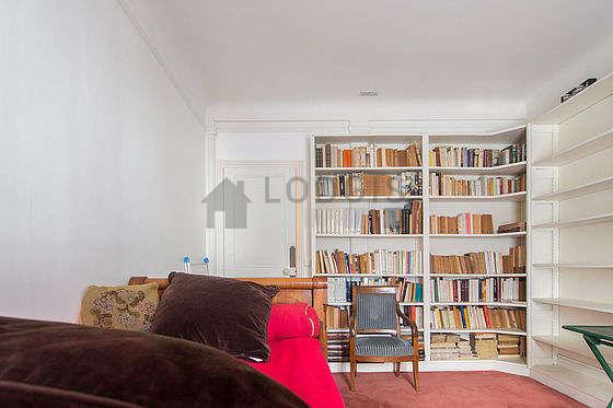 Chambre lumineuse équipée de 3 fauteuil(s)