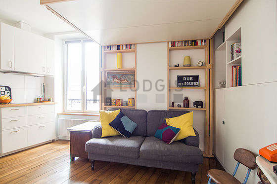 Quiet living room furnished with 1 bed(s) of 140cm, tv, fan
