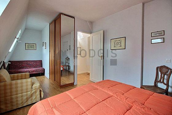 Chambre calme pour 4 personnes équipée de 2 lit(s) de 90cm, 1 canapé(s) lit(s) de 140cm