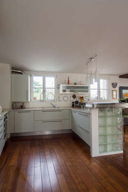 Beautiful kitchen of 4m² with wooden floor