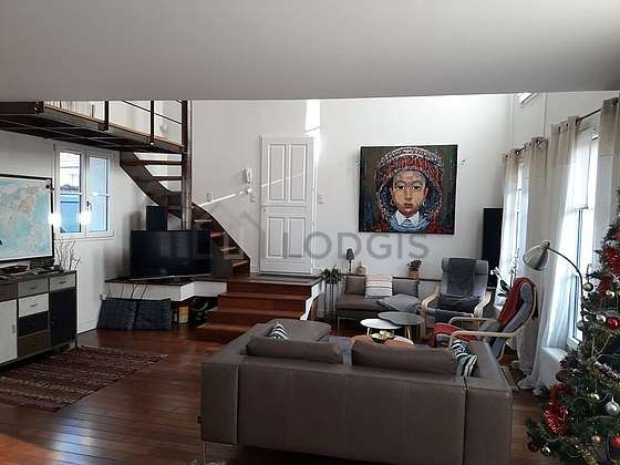 Large living room of 49m² with wooden floor