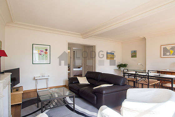 Quiet living room furnished with tv, hi-fi stereo, 2 armchair(s), 5 chair(s)